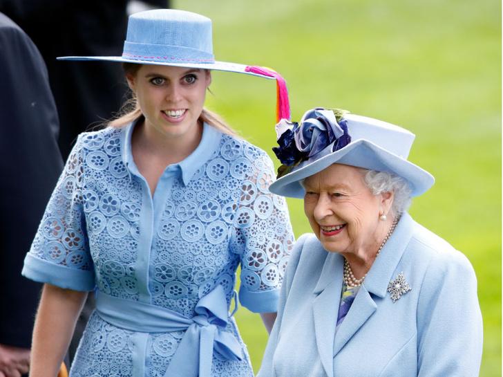 Фото №3 - Не только красивый жест: почему Беатрис вышла замуж в платье Королевы на самом деле