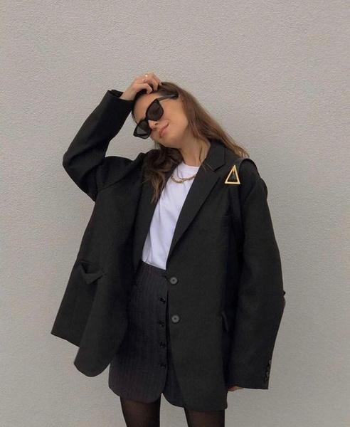 Фото №8 - Одна вещь— 7 образов: собираем луки с черным оверсайз-пиджаком