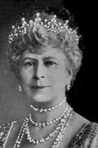 Фото №26 - Какую тиару Елизавета II одолжит Меган Маркл на свадьбу: делаем ставки