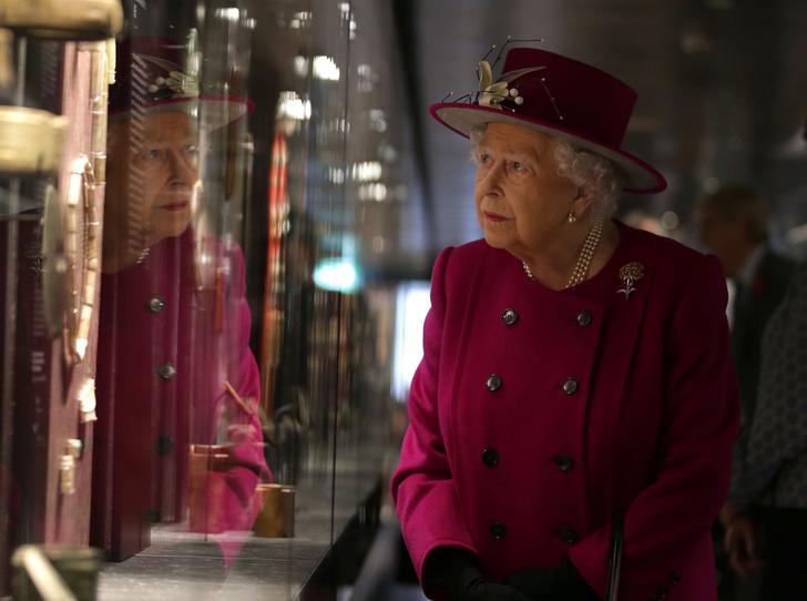 Фото №5 - Шутки Ее Величества: Елизавета II знает толк в черном юморе