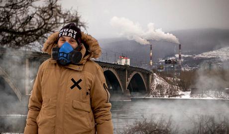 Качнуть права на кислород: прогулка под «черным небом» Красноярска с борцом за чистое