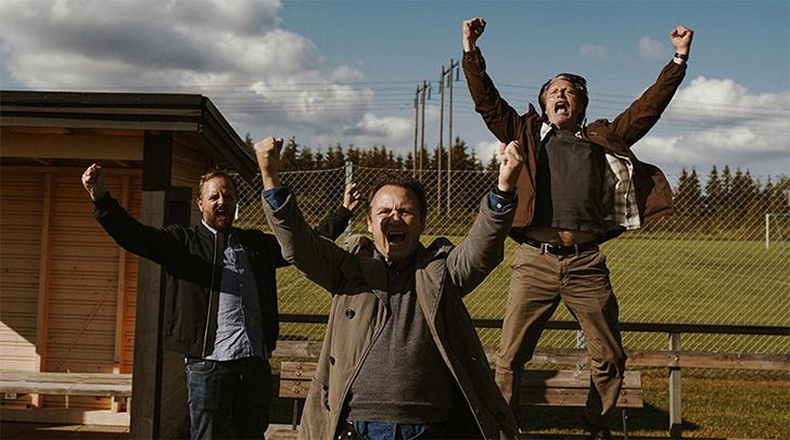 Фото №2 - MAXIM чуть протрезвел и рецензирует фильм «Еще по одной» с Мадсом Миккельсеном
