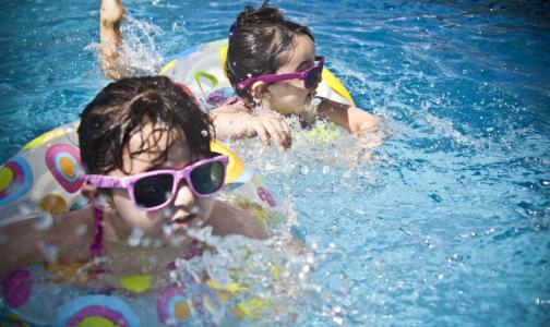 Фото №1 - Дети в бассейне: как не превратить веселое развлечение в трагедию