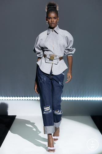 Фото №17 - Какие джинсы будут в моде весной и летом 2021