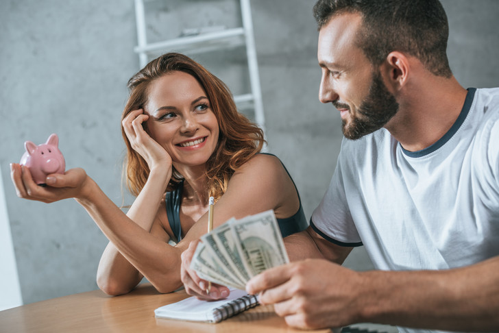 Фото №1 - Муж или жена? Кто должен распоряжаться деньгами