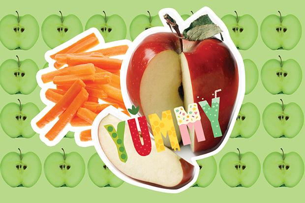 Морковные палочки, яблоко
