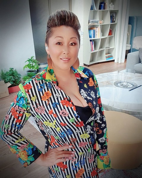 Фото №1 - «Дом гейши»: Анита Цой показала свой загородный коттедж с собственной оранжереей