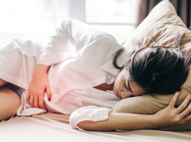 Фото №1 - Советы остеопата: как избавиться от боли при менструации
