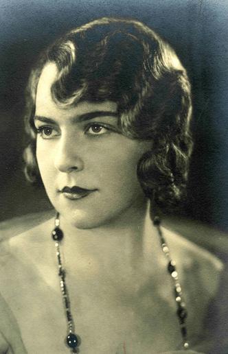 Фото №3 - Каких женщин считали сексуальными 100 лет назад
