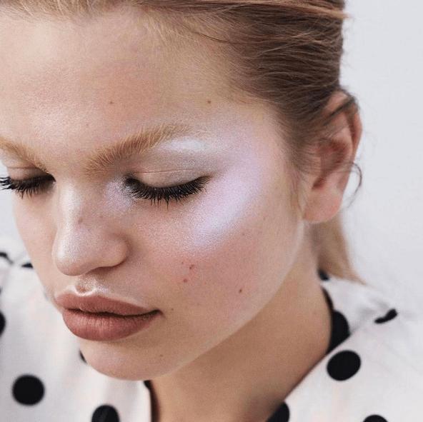 Фото №6 - Как использовать белый цвет в макияже: 4 способа