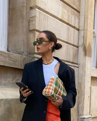 Фото №3 - Выбираем легкие женские штаны на лето: гид по фасонам и материалам