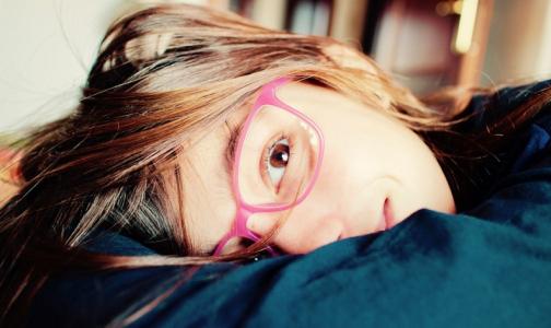 Фото №1 - Главный детский офтальмолог Петербурга: Не просите в школе посадить ребенка за первую парту