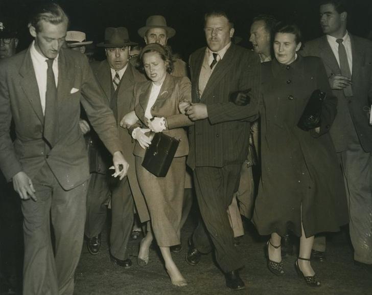 Фото №1 - История одной фотографии: дипломата Евдокию Петрову тащат к самолету чекисты, Канберра, 1954 год