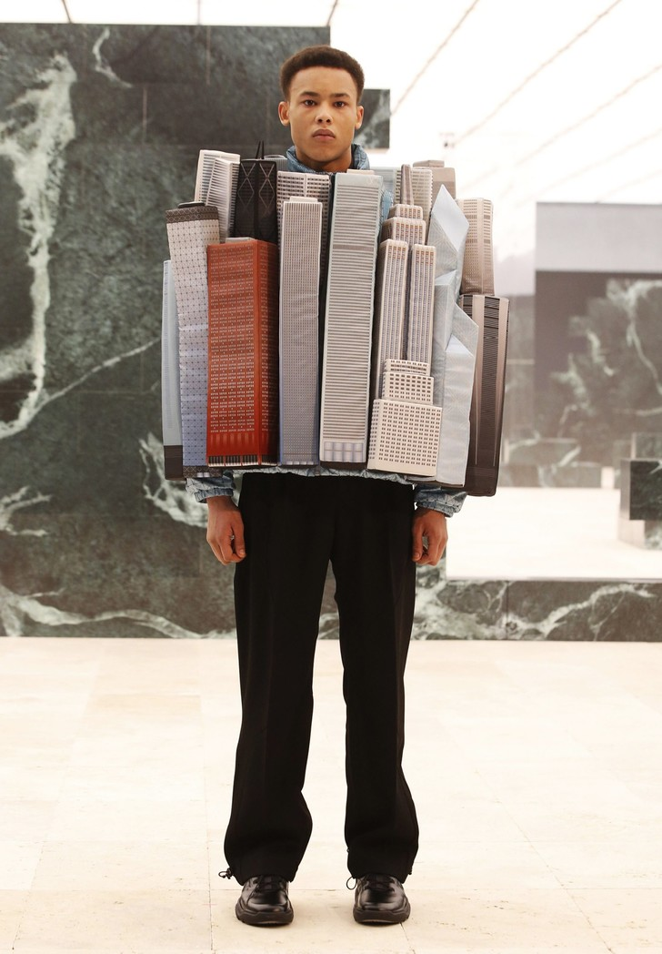 Фото №2 - Небоскребы Парижа и Нотр-Дам в новой коллекции Louis Vuitton Men 2021 Вирджила Абло