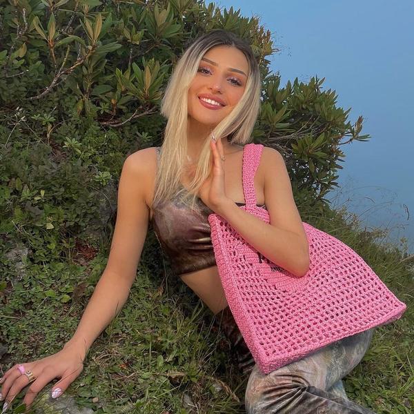 Фото №1 - Сияющий розовый макияж: нежный образ на 1 сентября от Дины Саевой