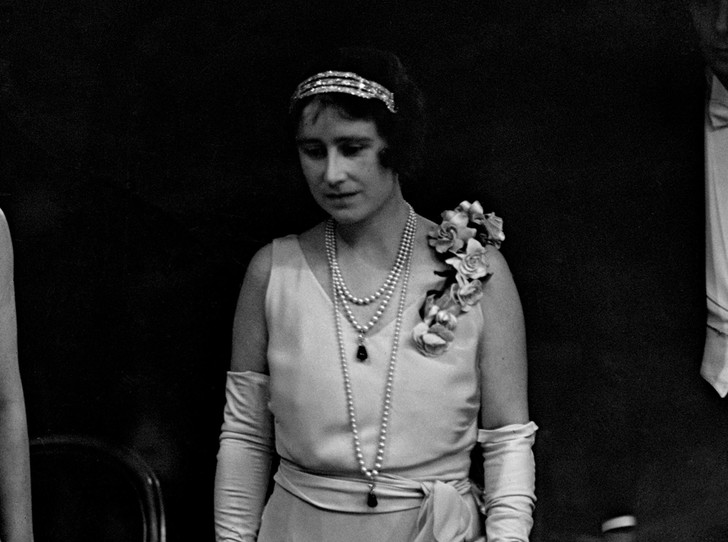 Фото №31 - Какую тиару Елизавета II одолжит Меган Маркл на свадьбу: делаем ставки
