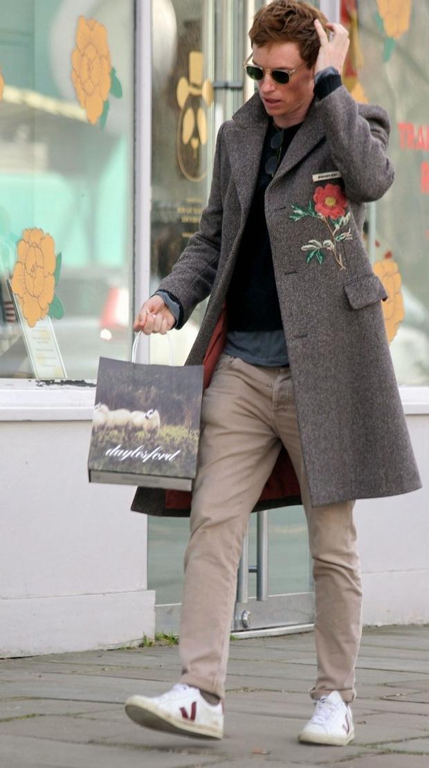 Фото №2 - Великолепный Эдди: необычное пальто и многослойность