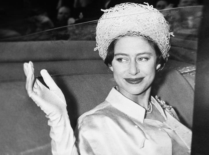 Фото №1 - Знаковые наряды принцессы Маргарет, ушедшие «с молотка»