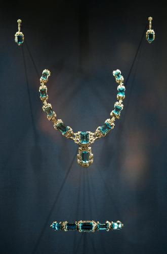 Фото №9 - Королевские драгоценности: самые роскошные украшения Елизаветы II