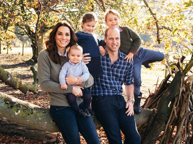 <p>У герцогов Кембриджских трое детей </p>