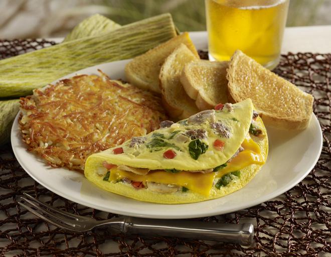 В омлет со шпинатом можно добавить овощи или мясо
