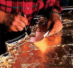 Покрытие столешницы сусальным золотом