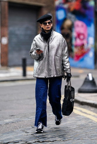 Фото №4 - Стальной блеск: как носить вещи в цвете металлик повседневно