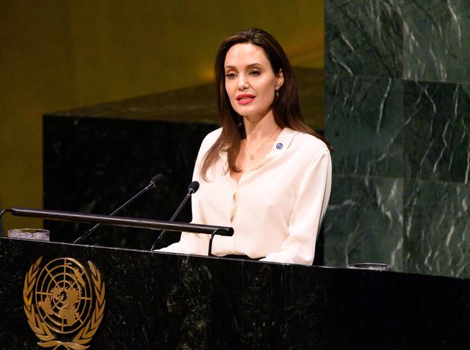 Фото №2 - Анджелина Джоли не исключает для себя возможности баллотироваться в президенты