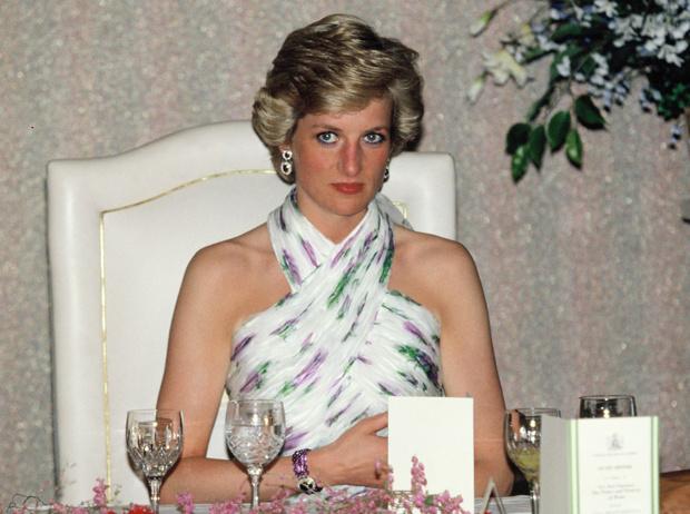 Фото №1 - Слезы Дианы: телефонный звонок, который испортил свадьбу принцессы