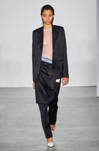 Фото №33 - От классики до сочных красок: лучшие костюмы с Недели моды в Нью-Йорке