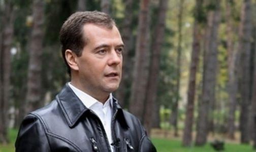 Фото №1 - Дмитрий Медведев записал видеообращение с призывом бросать курить