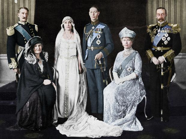 Фото №3 - Две королевы: удивительные отношения Елизаветы Боуз-Лайон и Марии Текской