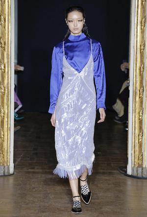 Фото №57 - Полный гид по самым модным платьям для холодного сезона 2018-19