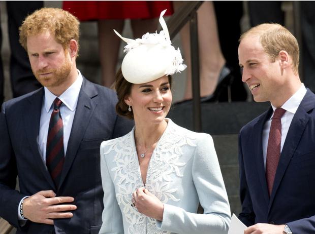 Фото №3 - Третий лишний: что было не так в отношениях Гарри с Уильямом и Кейт