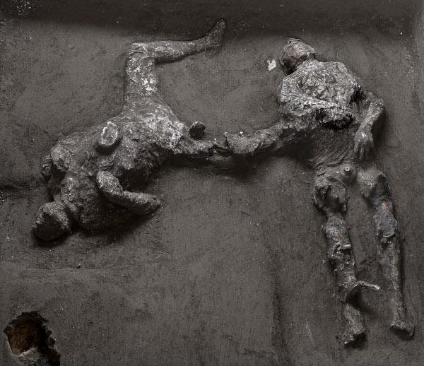 Фото №1 - В Помпеях обнаружили двух новых жертв Везувия