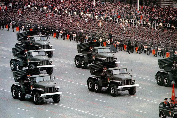 Сдвоенные лобовики черта не только вездеходов, но и многих грузовиков. Ведь советское время почти каждая машина должна была по первому приказу встать на военную службу