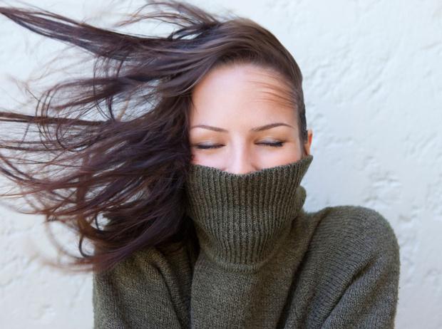 Фото №1 - Как не навредить волосам этой зимой