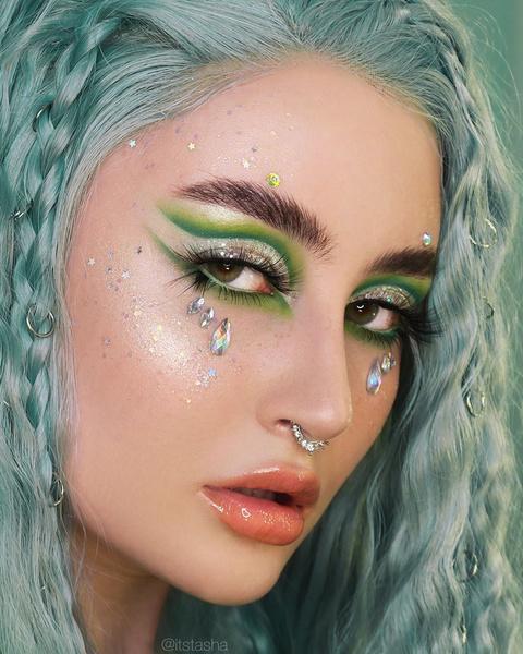 Фото №1 - Русский бьюти-тренд из TikTok: макияж в зеленых тонах