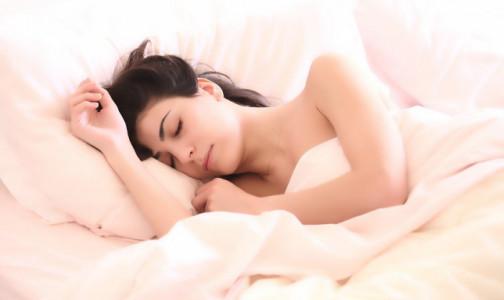 """Фото №1 - Наладить сон поможет правило """"двух часов"""" от британского доктора"""