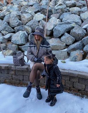 Фото №2 - Зимние пуховки 2021: смотри, как носит Джиджи Хадид, Кайли Дженнер, Валя Карнавал и другие