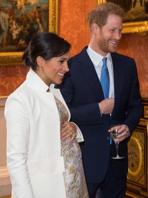 Фото №2 - Королевская доля: почему (и как) Елизавета скрывала свои беременности