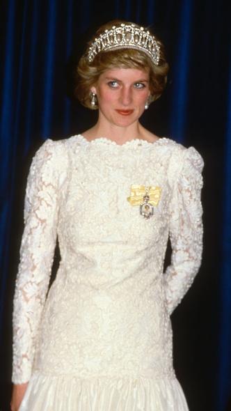 Фото №11 - Подражая Диане: культовые образы принцессы Уэльской, которые повторили Кейт и Меган