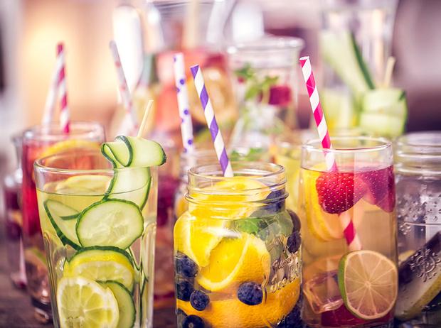 Фото №1 - Питьевая диета против морщин от известного дерматолога Рейчел Назарян