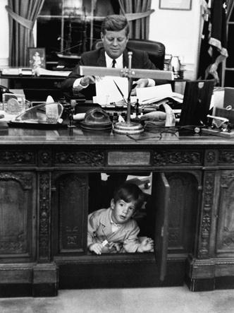Фото №6 - Счастье на четверых: самые трогательные фото четы Кеннеди с детьми