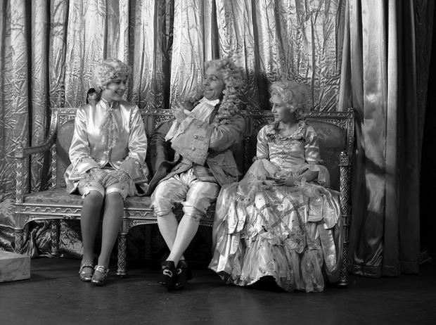 Фото №11 - Рождественский театр Виндзоров: как принцессы Елизавета и Маргарет поднимали боевой дух нации