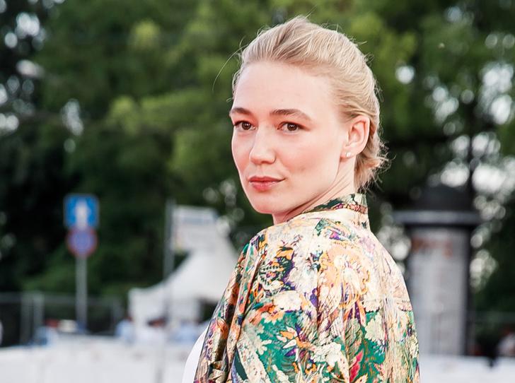 Фото №13 - Пижамный образ, который нам нравится: Оксана Акиньшина на «Кинотавре»-2018