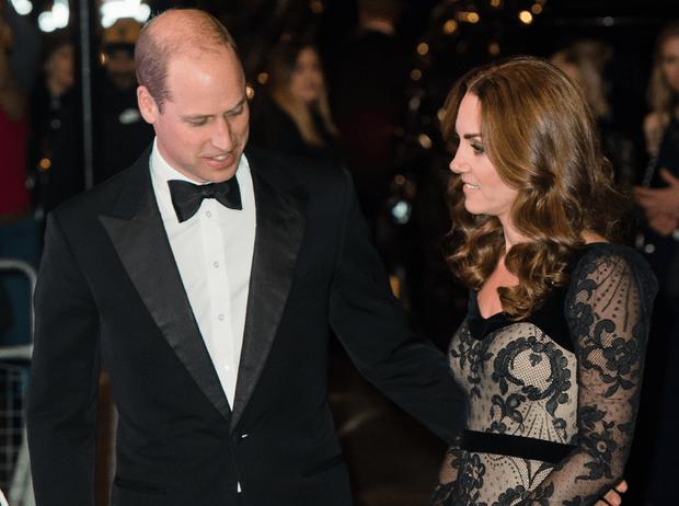 Фото №1 - Какое украшение герцогиня Кейт перестала носить после помолвки