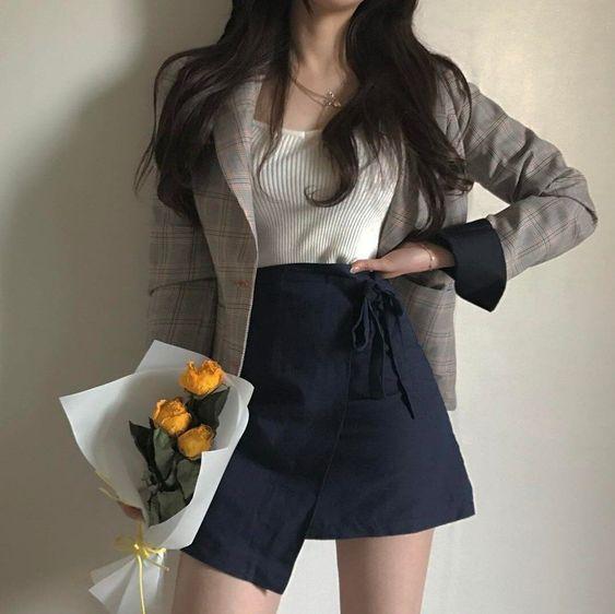 Фото №7 - Одежда как в дорамах: с чем носить юбку-шорты весной 2021