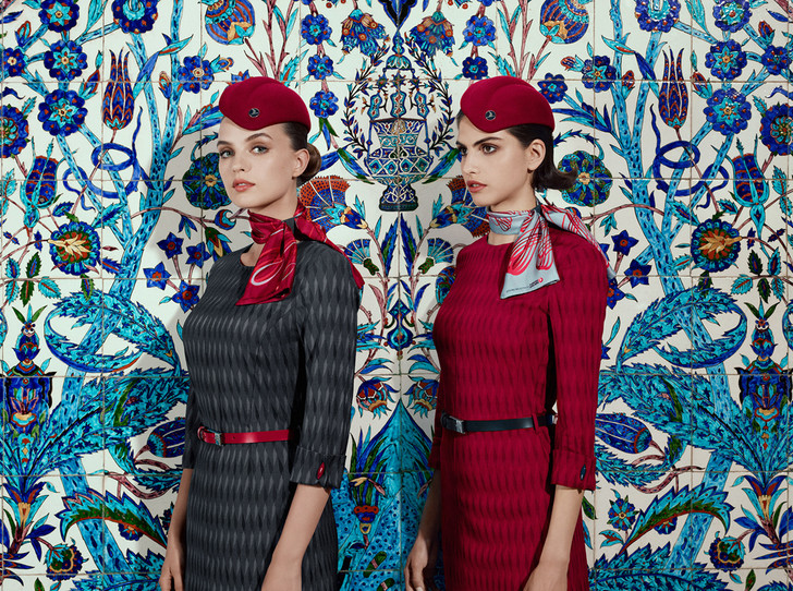 Фото №1 - Высокая мода: стюардессы Turkish Airlines получили дизайнерскую униформу