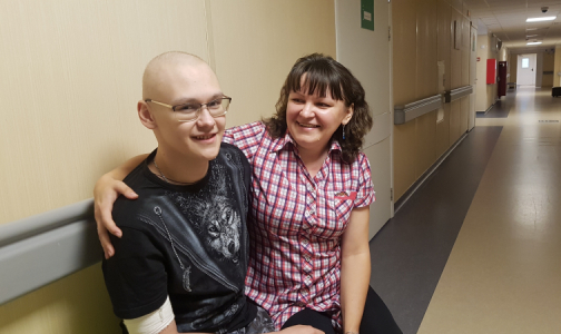 Фото №1 - После операции и химиотерапии – на «пиратскую» вечеринку. 30 лет первому детскому онкологическому отделению